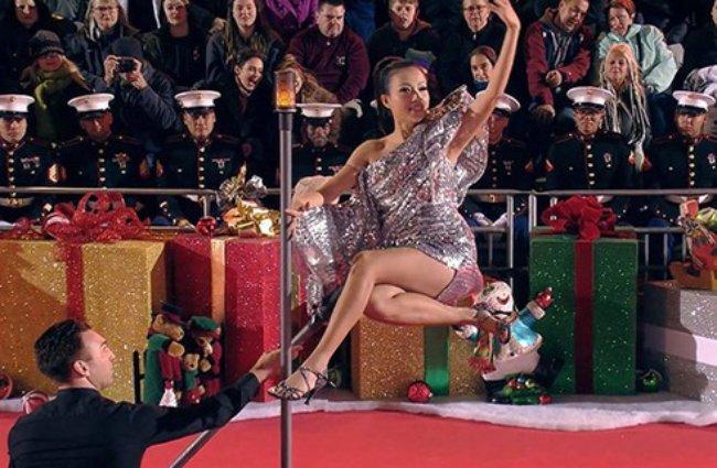 """Giữađỉnh cao sự nghiệp ở Việt Nam, Ngô Mỹ Uyên bất ngờ sang Mỹ định cư cùng gia đình. Côbén duyên với bộ môn ảo thuật và trở thành một ảo thuật gia có tiếng tại Hollywood, thậm chí từng giành giải thưởng """"Nữ ảo thuật gia trốn chạy nhanh nhất trong 45s""""."""