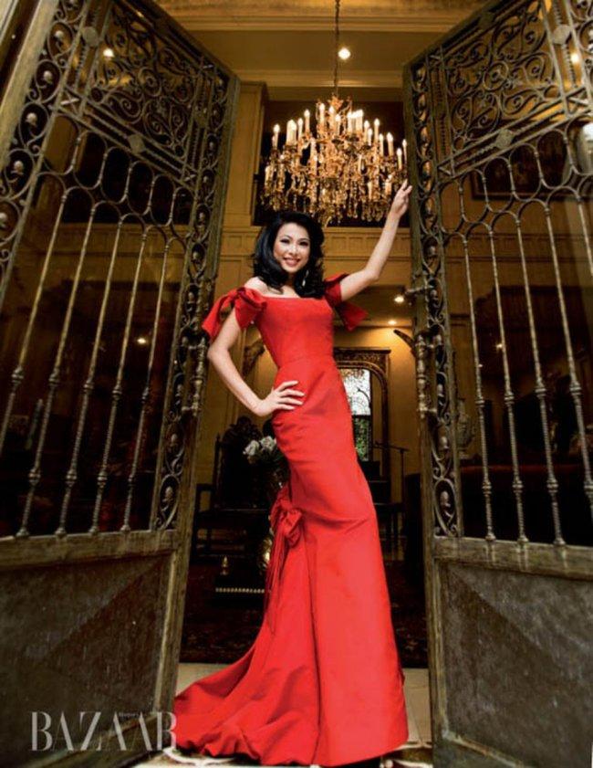 Ngoài cơ ngơi đồ sộ tại Mỹ và Ý, Ngô Mỹ Uyên còn sở hữu căn biệt thự từng có giá trị 300 tỷ.Căn biệt thự dát vàng của cô nằm ở vị trí đắc địa, ngay trung tâm quận 1, TP.HCM.