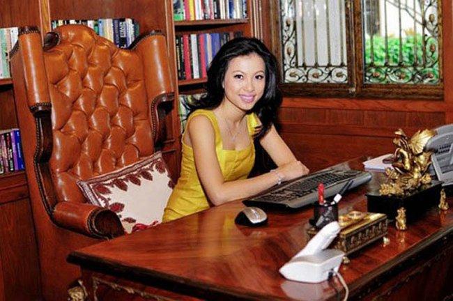 """Ngoài việc được nhắc đến là Hoa hậu nóng bỏng, sexy hàng đầu, Ngô Mỹ Uyên cũng là một người đẹpđược mệnh danh là """"Hoa hậu giàu nhất Việt Nam""""."""