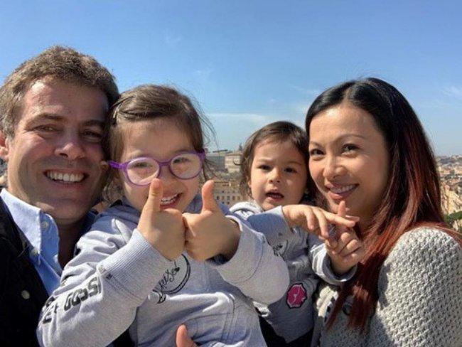 Trong một vài năm trước, Ngô Mỹ Uyên từng đưa người bạn đời gốc Italy và 2 cô con gái về Việt Nam.
