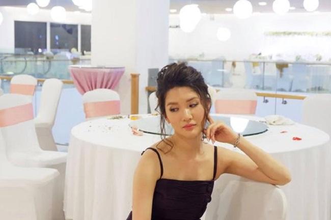 """Phạm Huyền Trang (sinh năm 1986) chính là cô con gái cưng của """"Táo Giao thông"""" Chí Trungđược khá nhiều người biết đến với nhan sắc nổi bật."""