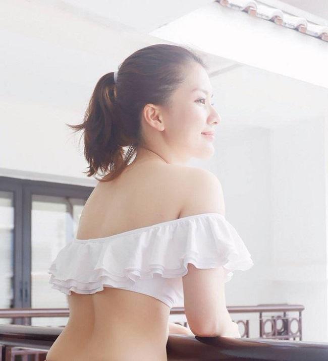 Sau khi tốt nghiệp Học viện Ngoại giao, Huyền Trang sang Úc học thêm 1 năm về chuyên ngành marketing. Cô kết hôn vào năm 2010, đám cưới là kết quả của chuyện tình kéo dài 9 năm. Tuy nhiên, cách đây không lâu Huyền Trang đã ly hôn.