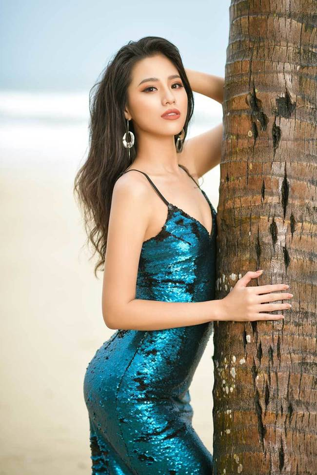 Ở Bảo Châu toát ra vẻ đẹp gợi cảm của phụ nữ hiện đại, rất phóng khoáng và khỏe khoắn.