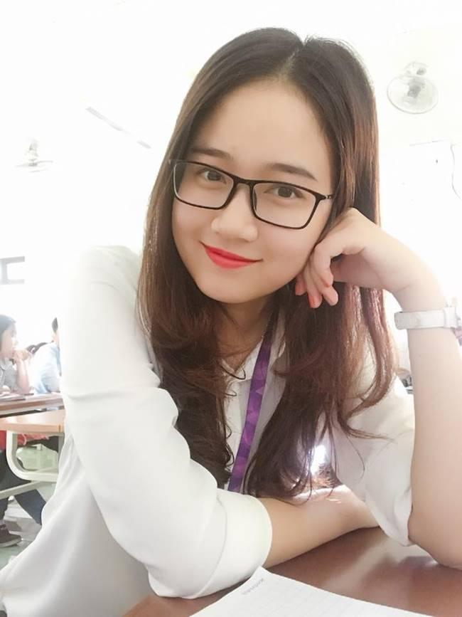 Nhan sắc ngọt ngào của nàng biên tập viên 23 tuổi giữ đúng phong độ trẻ trung với phong cách đời thường.