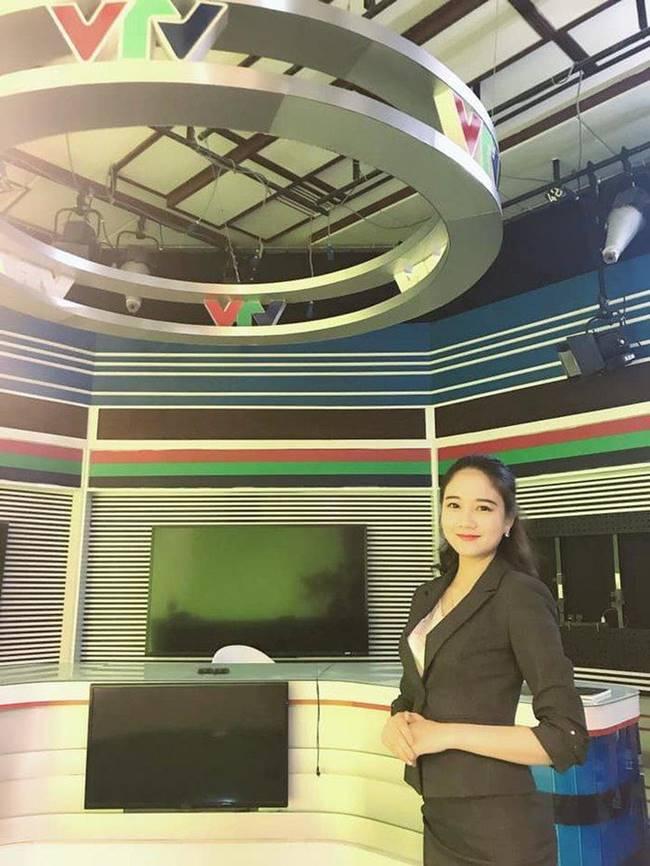 Hoa khôi Phương Lan: Vừa tốt nghiệp ĐH đã là BTV bản tin kinh tế của VTV, cô sở hữu phong cách gợi cảm khi dẫn sóng.