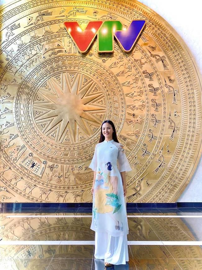 Thành công với danh hiệu Người đẹp truyền thông tại Miss World Việt Nam 2019, Quỳnh Nga còn được biết tới là biên tập viên của Trung tâm tin tức VTV24.