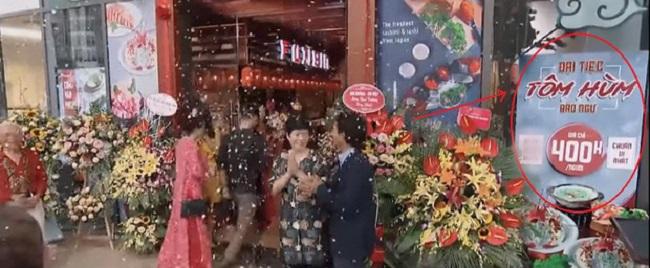 Ở tập 37, trong không khí náo nhiệt, vui mừng khai trương nhà hàng đầu tay của Khuê, không ít khán giả đã thắc mắc vì địa điểm khai trương không phải là nhà hàng cơm văn phòng mà lại là nhà hàng Nhật với món ăn xa xỉ như tôm hùm, bảo ngư...