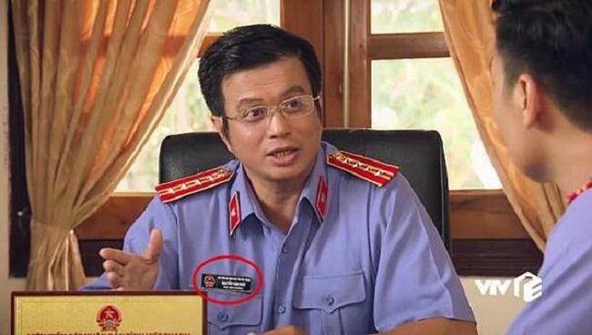 Viện phó Viện kiểm sát Nhân dân đeo biển tên Nguyễn Văn Khôi.