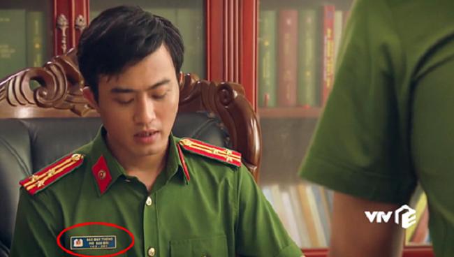 Trong phim Sinh tử, nhân vật Phó Giám đốc Công an tỉnh Việt Thanh ban đầu được giới thiệu tên bằng hình thức chạy chữ trên màn hình. Nhân vật này tên Phạm Duy Thông, do Doãn Quốc Đam thủ vai.