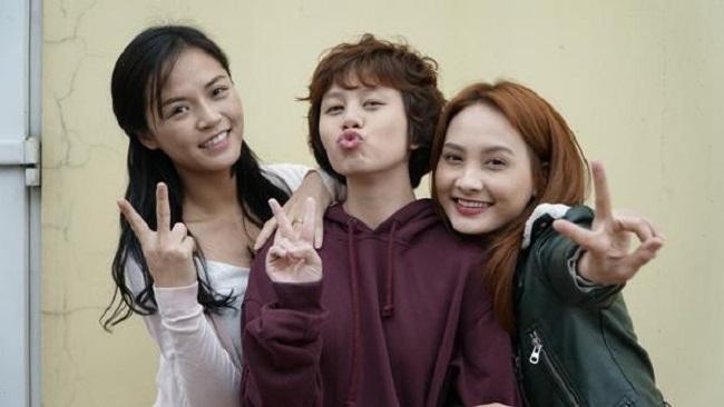 Còn cô em út Ánh Dương từng tiết lộ tên Facebook của mình là Dương Bùi.Vậy 3 chị em ruột nhưng lại có họ khác nhau?