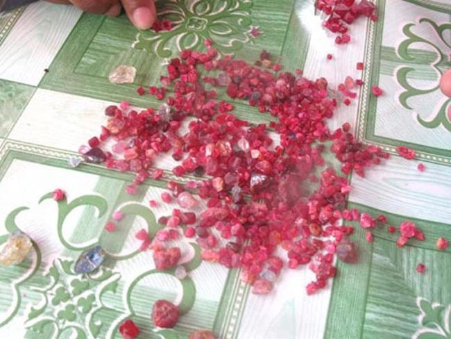 Trong đó, Mogok và các ngôi làng khác gần đó nổi tiếng từ thời xa xưa với các loại đá quý đặc biệt là hồng ngọc.