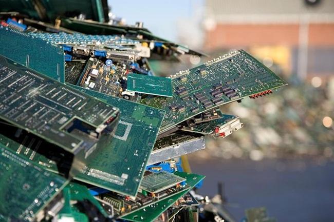 Thậm chí, theo tiết lộ củaFederico Magalini, một chuyên gia về các loại rác thải điện tử, lượng vàng trong 1 tấn rác điện thoại di động nhiều gấp 80 lần so với lượng thu được trong lượng đất tương đương ở một mỏ vàng.