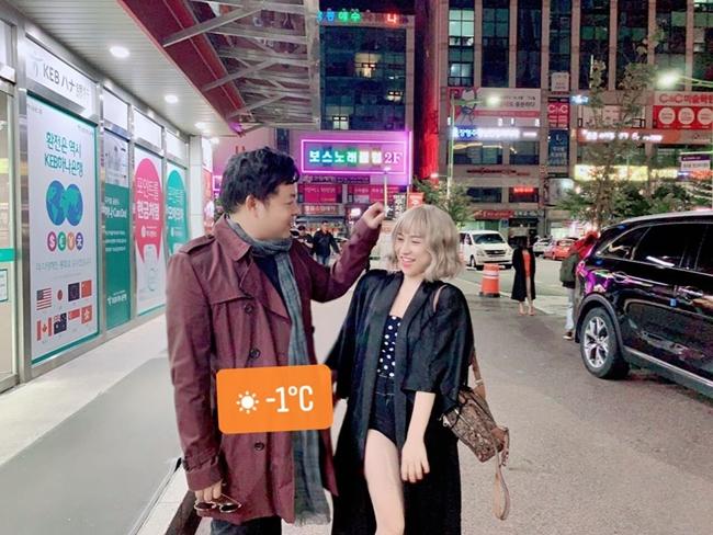 """Vào dịp sinh nhật Quang Lê giữa tháng 1.2020, Ivy cũng đăng tải hình ảnh tình tứ của cả hai kèm lời nhắn nhủ: """"Chúc mừng sinh nhật cái anh trong ảnh. Tuổi mới chúc anh nhiều sức khỏe và luôn thành công trong mọi lĩnh vực. Lỡ hẹn không về dự sinh nhật anh được, sẽ bù lại khi về đến Việt Nam nha"""". Ngoài ra, cô nàng không quên tag tên Quang Lê vào bức ảnh."""