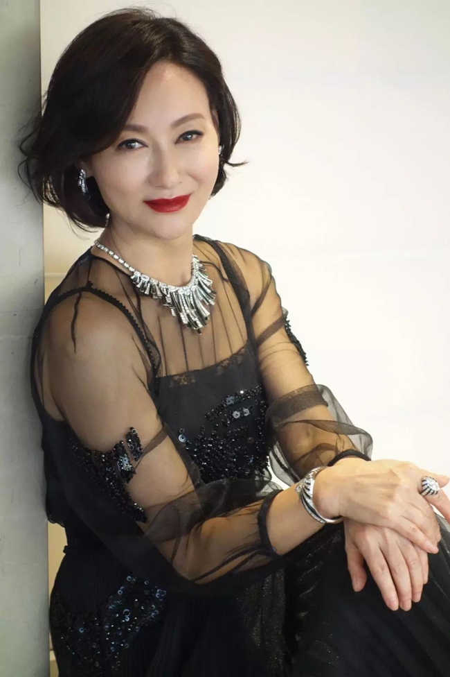 """Năm 2017, Ảnh hậu Kim Tượng Huệ Anh Hồng chính thức tuyên bố, """"Mrs K"""" sẽ là bộ phim hành động cuối cùng của chị sau 40 năm làm """"đả nữ""""."""