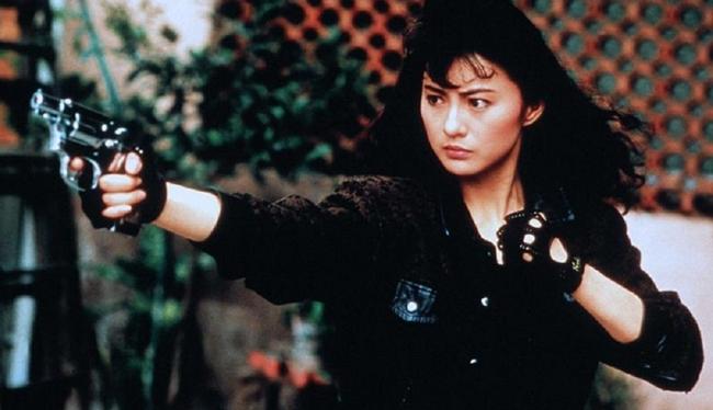 """Lý Tái Phượng gia nhập hàng ngũ nữ thần kungfu Hong Kong nhờ sự thể hiện xuất sắc trong """"Thiên sứ hành động"""". Đây cũng là bộ phim giúp sự nghiệp của cô vươn tầm châu Á và được nhiều khán giả biết tới."""