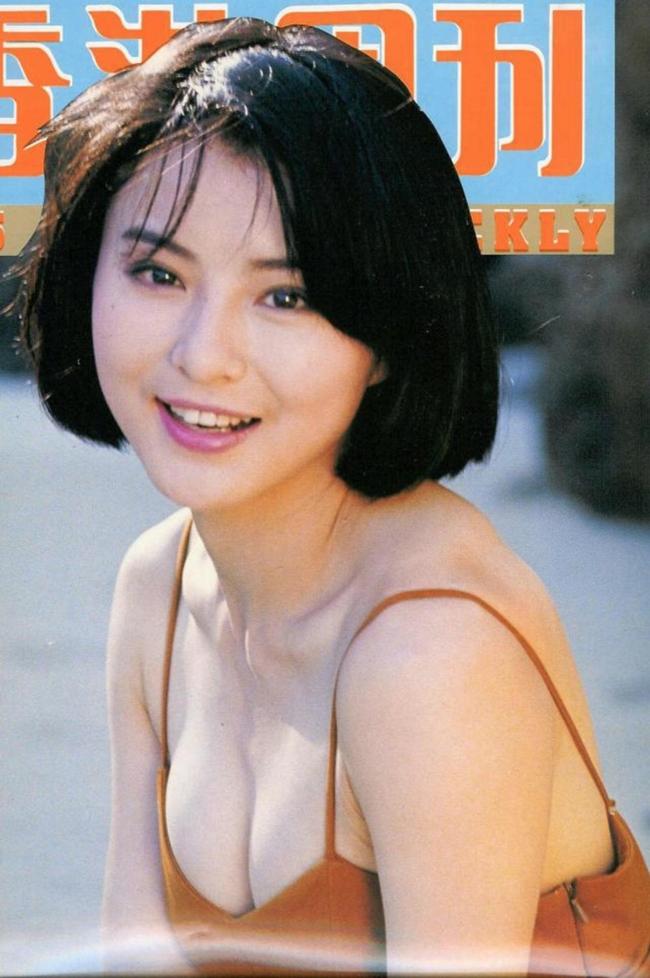 """Với gương mặt khả ái, nụ cười ngọt ngào, Lý Tái Phụng được truyền thông Hong Kong ca tụng là """"người tình trong mơ"""" của hàng triệu đàn ông châu Á."""