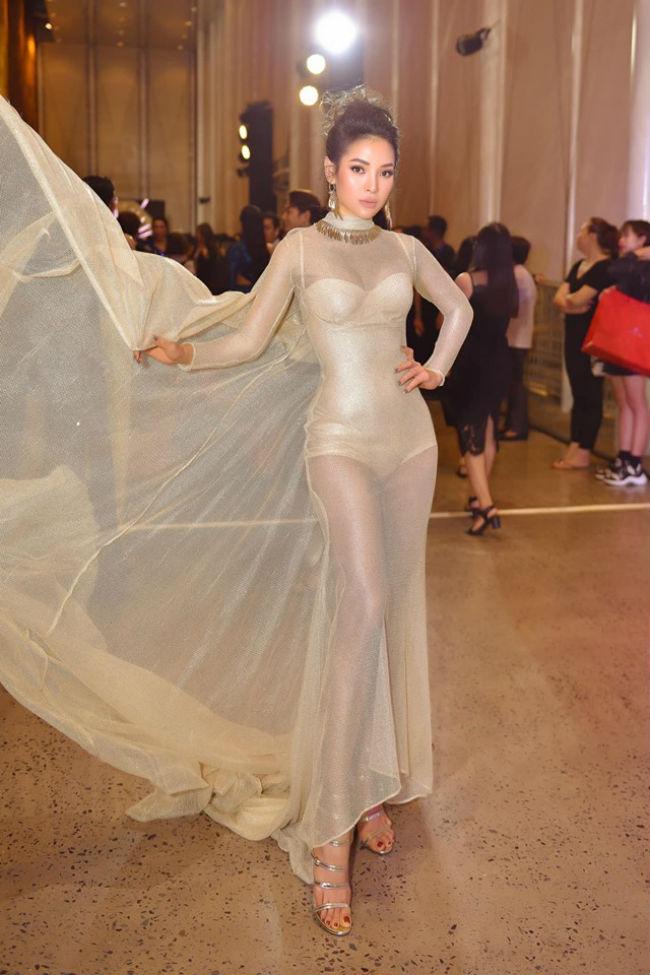 Trong dàn mỹ nhân ưa mặc táo bạo, sexy, Phương Trinh Joile luôn đứng đầu danh sách.