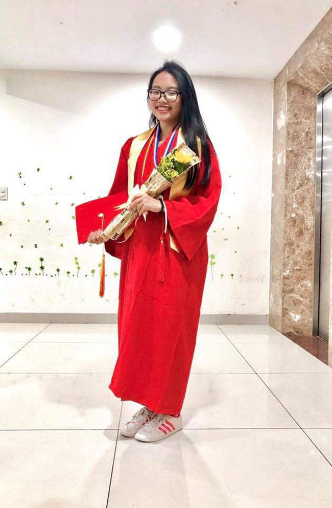 Phương Mỹ Chi hiện theo học tại một trường quốc tế ở TP.HCM. Nữ ca sĩ vẫn giữ được thành tích học tập tốt tại trường. Thời gian rảnh, cô mới nhận lời biểu diễn quanh khu vực TP.HCM.
