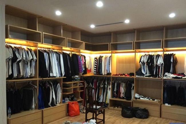 Tủ quần áo của hai vợ chồng siêu mẫu khiến nhiều người trầm trồ.