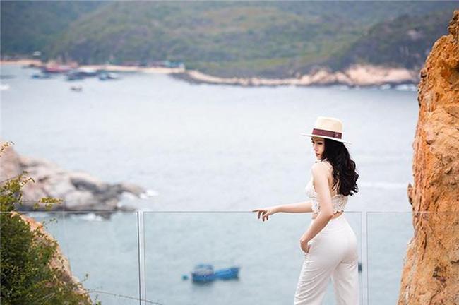 Người đẹp thường xuyên cùng cả gia đình đi du lịch ở trong và ngoài nước.