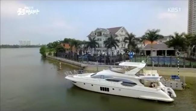 Ngoài ra, nhà chồng Tăng Thanh Hà còn có du thuyền riêng sang trọng.