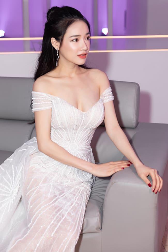 """Sự nghiêp diễn xuất của Nhã Phương bắt đầu được khán giả chú ý và ngày càng yêu mến từ bộ phim """"Xin lỗi! Anh chỉ là thằng bán bánh giò"""" được chiếu vào năm 2013."""