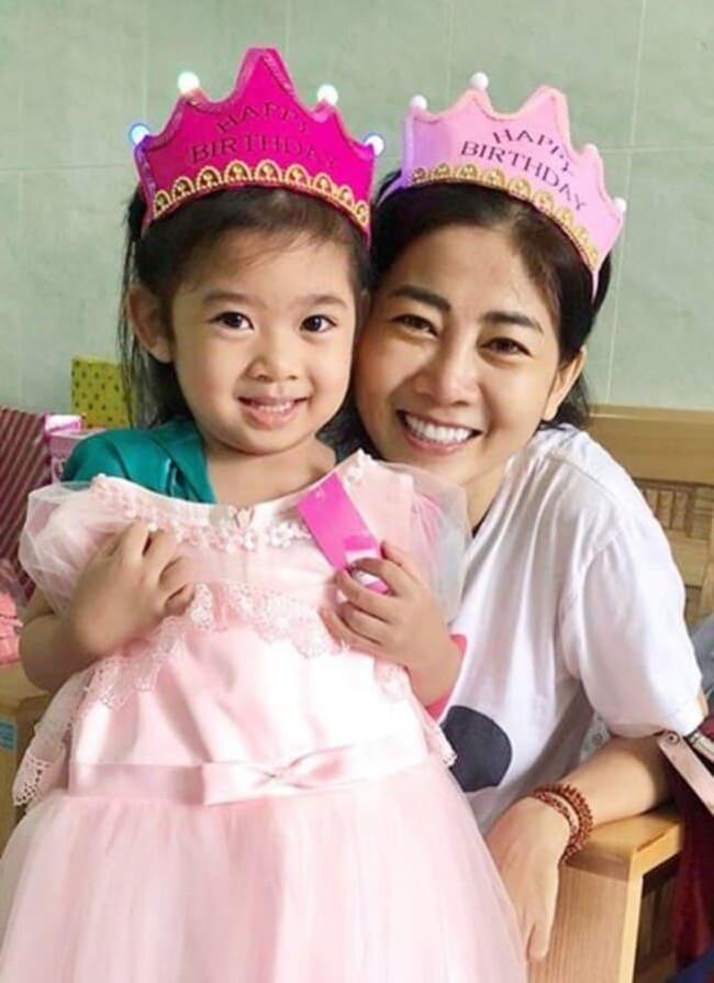 Ngoài động lực lớn về niềm đam mê nghệ thuật, Mai Phương còn vượt qua bệnh tật vì con gái nhỏ. Những ngày tháng còn phải điều trị tại bệnh viện, nữ diễn viên đã làm cho nhiều người xúc động khi nhắc đến con gái.