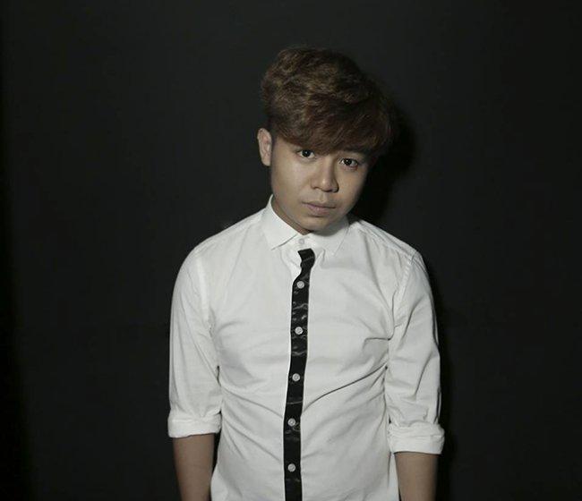 Nguyễn Huy là sinh viên ngành Truyền thông tại một trường đại học ở TP.HCM. Tuy nhiên, hiện anh đã tạm ngưng việc học để thoả đam mê ca hát, trở lại làng giải trí và tìm vị trí mới trong lòng khán giả.