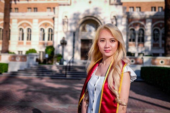 Cùng là những gương mặt ca sĩ nhí nổi bật, Xuân Nghi bị so sánh với Xuân Mai về sự thành công trong quá khứ.