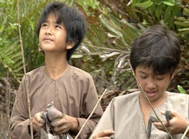 """""""Đất Phương Nam"""" là một bộ phim đình đám, có sức hút lớn với khán giả được phát sóng vào những năm 1997. Trong đó, bộ đôi sao nhí Hùng Thuận, Phùng Ngọc từng để lại nhiều ấn tượng với vai diễn thằng Cò, thằng An. Sau hơn 20 năm, 2 diễn viên nhí ngày nào vẫn nhận được nhiều sự quan tâm của khán giả."""