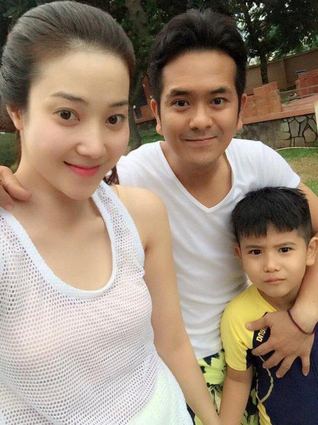 Chuyện đời tư của Hùng Thuận gặp khá nhiều trắc trở, sóng gió. Năm 2008, anh quyết định lậpgia đình và kết hôn với Thanh Vân. Hai người có với nhau cậu con trai chung tên Kim Bảo.