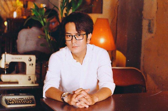 Cuộc sống của Hùng Thuận cũng gặp không ít khó khăn. Nam diễn viên từng thừa nhận rằng công việc diễn xuất chẳng thể mang lại cho anh một cuộc sống dư giả. Anh phải sống nhà thuê với diện tích nhỏ hẹp chung với bố mẹ từ những đồng lương ít ỏi.
