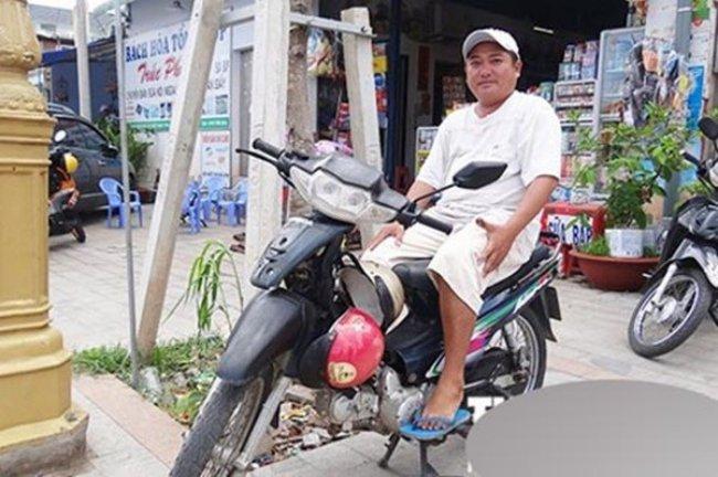 Anh làm nhiều nghề để mưu sinh như cắt tóc, chạy xe ôm… Thời gian qua, Phùng Ngọc sống lang bạt ở nhiều nơi từ Vĩnh Long, Cần Thơ, TP.HCM hay Phú Quốc.