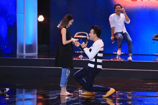 Lan Ngọc từng được Trấn Thành cầu hôn ngay trên sóng truyền hình trong một game show. Thực chất đó là một tình huống trong chương trình Bí mật đêm chủ nhật.