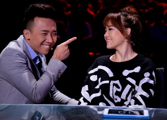 Khi tham gia game show cùng nhau, những cử chỉ ngọt ngào họ dành cho nhau khiến fan ghen tỵ.