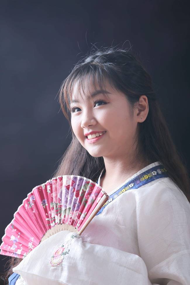 Mặc dù, mới dự thi cách đây không lâu nhưng Khánh An cũng đã có những bước chuyển mới về ngoại hình và thời trang.