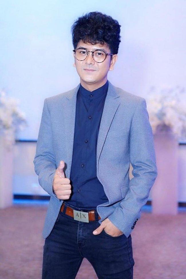 Diễn viên 8X cũng không ngại thừa nhận bản thân thất nghiệp trong vài năm gần đây. Khi không đi phim và tham gia gameshow, Hùng Thuận cònbán hàng online để kiếm sống.