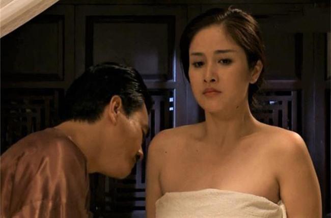 Ngay cả với cảnh nóng đóng cùng bạn diễn nam trong phim, Thảo Trang cũng được chuẩn bị đồ bảo hộ rất kỹ càng.