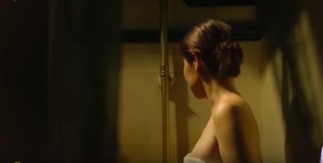 """Chính vì vậy, không có sơ suất nào xảy ra ở cảnh tắm hay cảnh """"yêu"""" của nhân vật Thảo Trang đóng."""