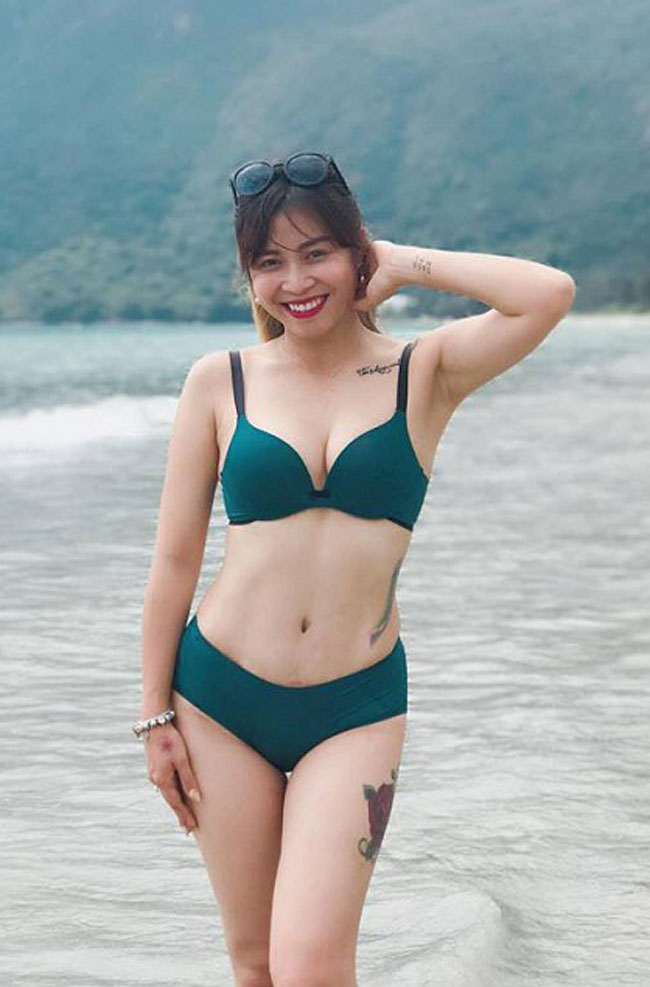 Bí quyết của cô đó chính là tích cực tập gym để giữ vóc dáng cân đối, săn chắc.