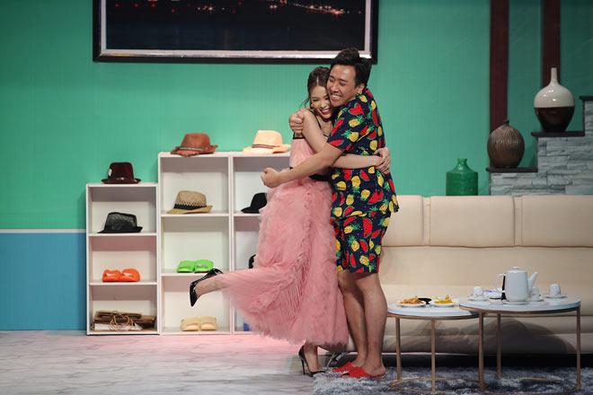 Mỹ nhân Việt sở hữu 50 tỷ tuột váy thành đồ ngủ trong trên truyền hình - 1