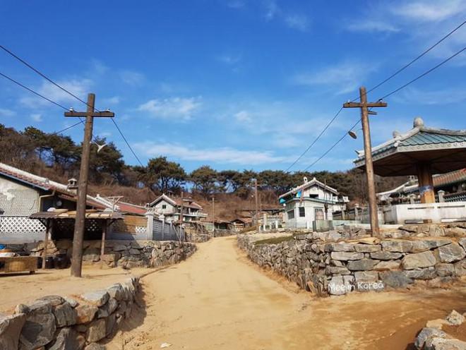 Giới trẻ check-in ngôi làng Triều Tiên mộc mạc trong 'Hạ cánh nơi anh' - 15