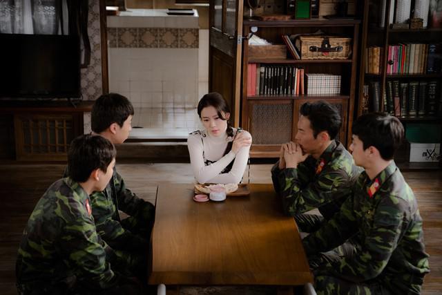 Giới trẻ check-in ngôi làng Triều Tiên mộc mạc trong 'Hạ cánh nơi anh' - 22