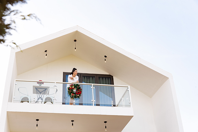 Lý Nhã Kỳ 10 năm qua đã kinh doanh kim cương, thời trang, bất động sản và sản xuất phim, resort chính là ngã rẽ mới nhất và đầy bất ngờ. Cô nói 4 tháng trước chưa nghĩ đến việc đầu tư resort khách sạn, chính những thay đổi trong cuộc sống khiến cô có những quyết định độc đáo.