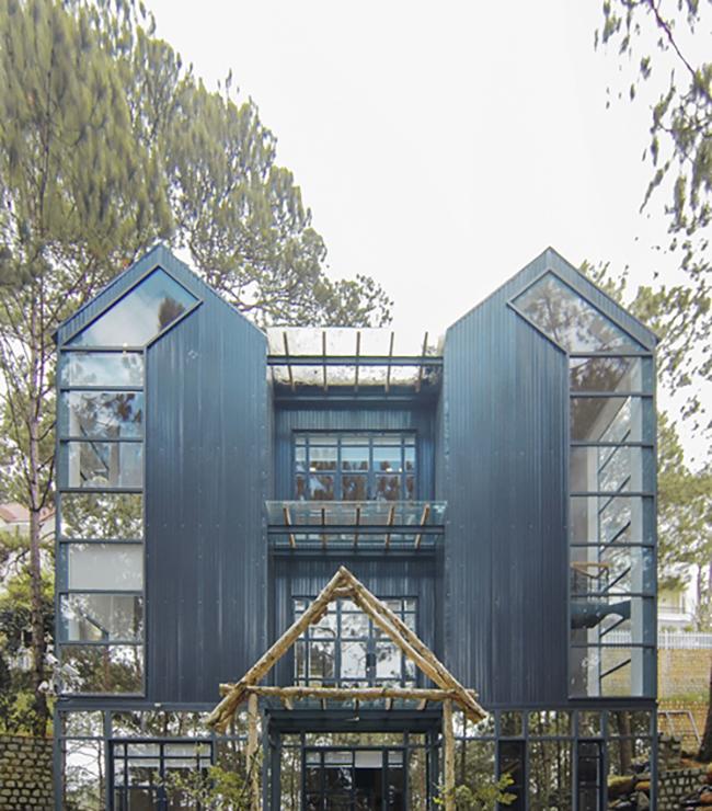 Khi Phan Như Thảo mang bầu, đại gia Đức An đã mạnh tay xây 3 dinh thự để tặng con gái. Một trong số đó là căn hộ bằng gỗ cao cấp ở Đà Lạt.