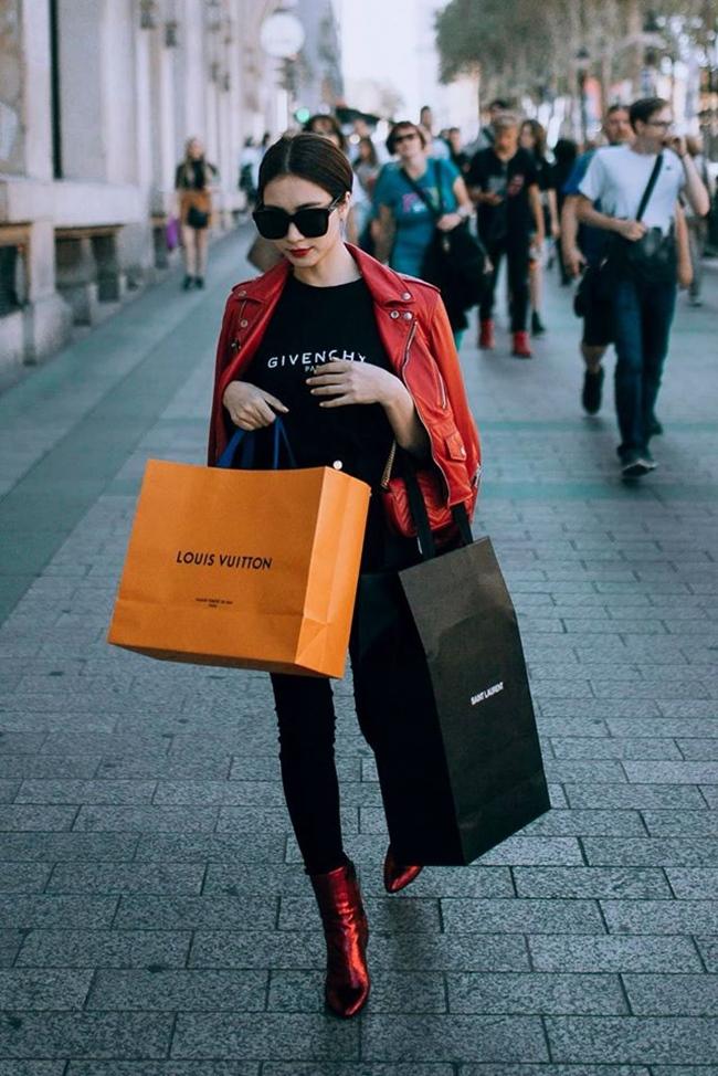 Tự lập về tài chính, Hòa Minzy thoải mái mua hàng hiệu.