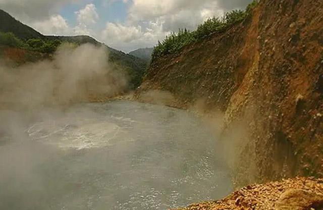 3 hồ nước khủng khiếp nhất thế giới, 1 hồ nóng quanh năm và 1 hồ giết người vô hình - 4