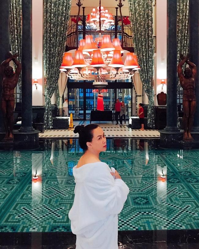 Cuộc sống ngoài đời của Phượng Chanel rất sang chảnh. Cô thường chia sẻ hình ảnh đi du lịch ở châu Âu, nghỉ dưỡng ở những resort 5 sao.