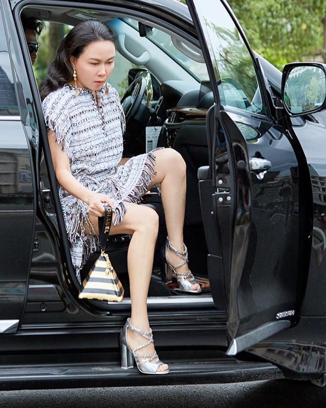 Bên cạnh đó, doanh nhân Phượng Chanel sở hữu nhiều siêu xe tiền tỷ.