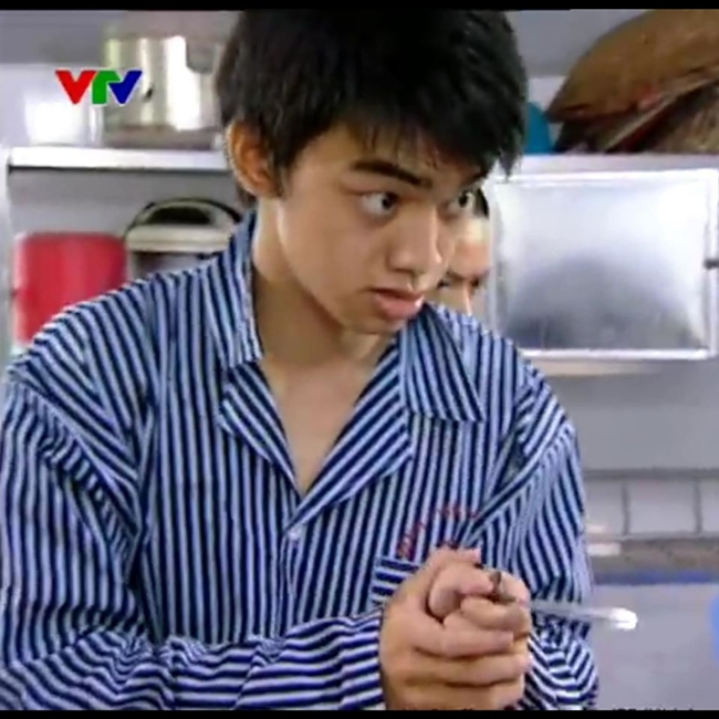 """Hà Duy có cơ hội đóng phim """"Chạy án"""" phần 2 với mẹ là nghệ sĩ Hương Dung. Chia sẻ lại bức ảnh này trên trang cá nhân, anh chú thích: """"Ngáo"""" kèm biểu tượng mặt khóc mếu."""